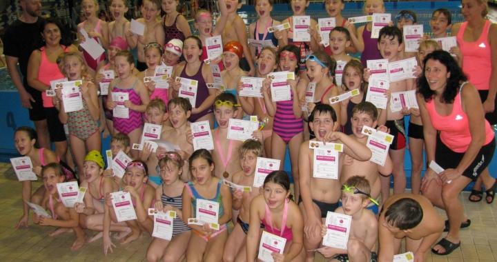 Třeťáci z Vejprnic a Zbůchu umějí plavat i závodit